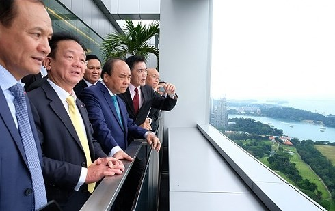 Premier vietnamita continúa sus actividades en Singapur - ảnh 1