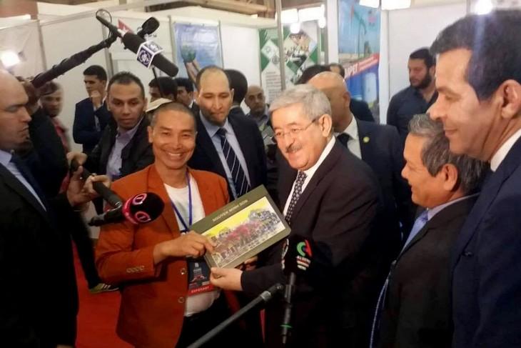 Productos vietnamitas reciben la enorme atención en Feria Internacional de Argel 2018 - ảnh 1