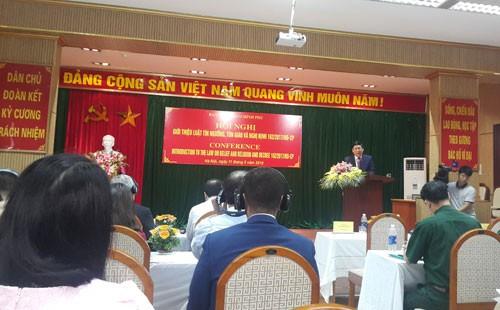 Presentan la Ley de Culto y Religión a las oficinas diplomáticas extranjeras en Vietnam - ảnh 1