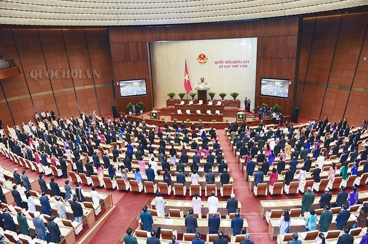 Diputados vietnamitas debaten sobre el plan de desarrollo socioeconómico - ảnh 1