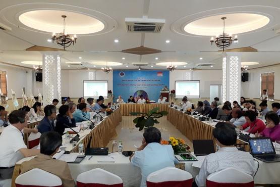 Quang Tri celebra una conferencia sobre solidaridad y paz mundial - ảnh 1