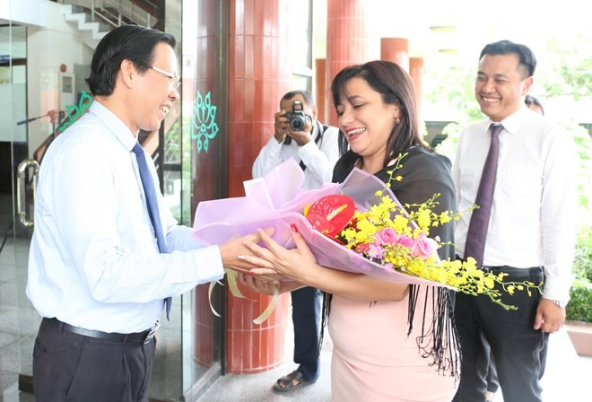 Delegación juvenil de Cuba visita provincia vietnamita de Ben Tre - ảnh 1
