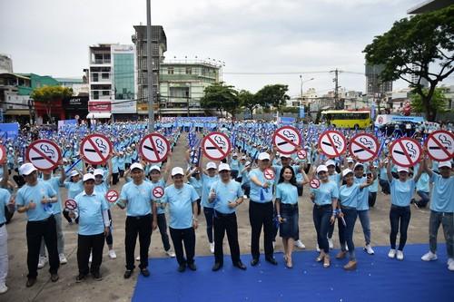 Diversas actividades de divulgación sobre consecuencias del tabaquismo en Vietnam - ảnh 1