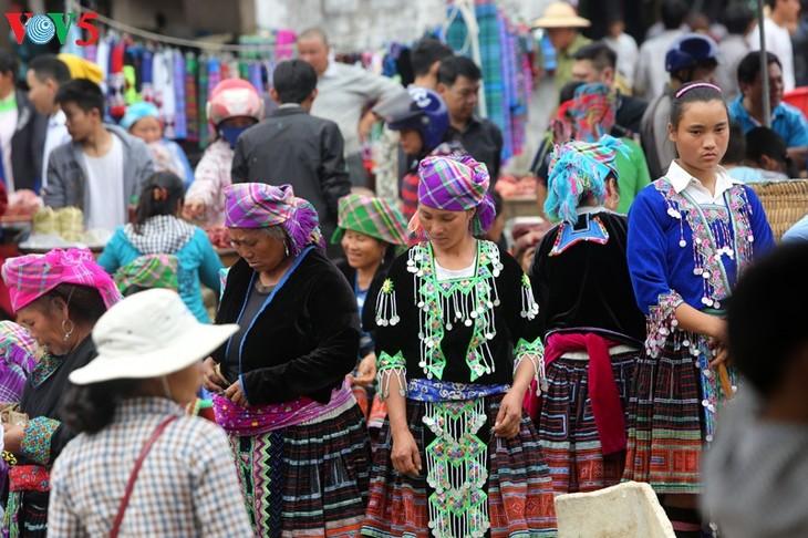 Mercado de Tam Duong, lugar de encuentro al pie de la cordillera de Hoang Lien Son - ảnh 1