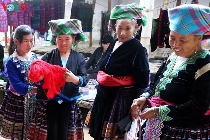 Mercado de Tam Duong, lugar de encuentro al pie de la cordillera de Hoang Lien Son - ảnh 2