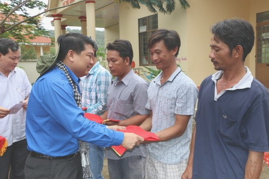 Los jóvenes del delta del río Mekong hacia el mar y las islas nacionales  - ảnh 2