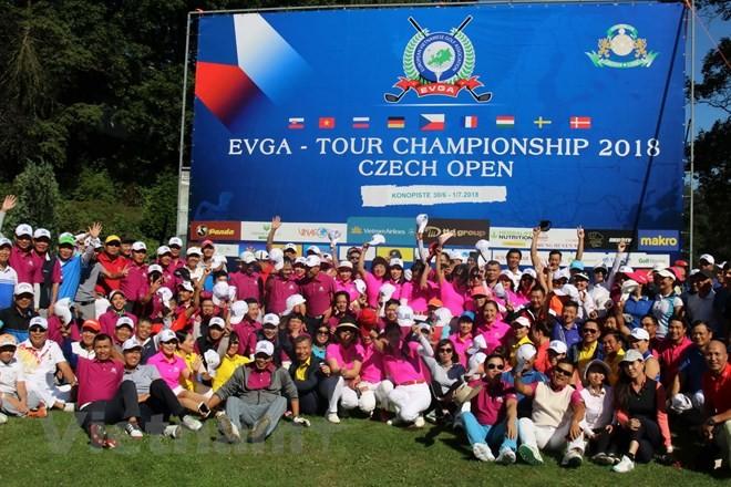 Animado Campeonato de Golfistas Vietnamitas de Europa - ảnh 1