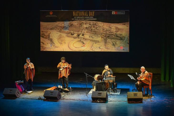 La música folclórica de Perú conquista al público de Hanói - ảnh 1
