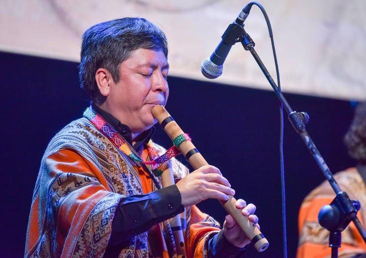 La música folclórica de Perú conquista al público de Hanói - ảnh 2