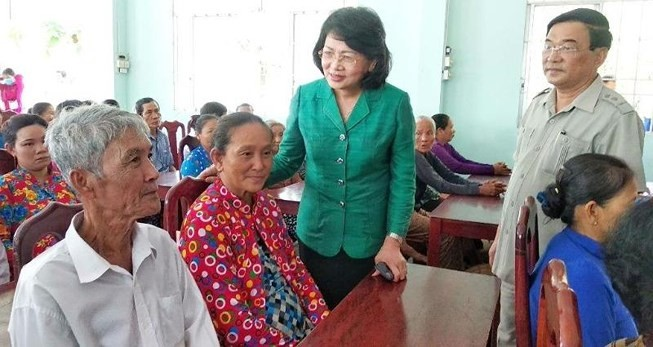 Vicepresidenta vietnamita visita provincia de Vinh Long - ảnh 1