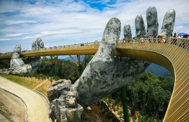 Prensa internacional elogia la belleza del Puente Dorado en Vietnam - ảnh 1