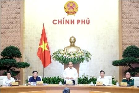 Primer ministro vietnamita dirige reunión gubernamental sobre leyes  - ảnh 1