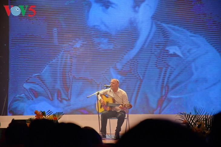 Canciones cargadas de amor hacia Fidel, un amigo entrañable de Vietnam - ảnh 3