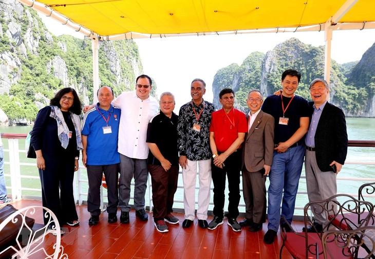 Delegados de la Asosai visitan la bahía de Ha Long - ảnh 1