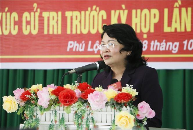 Dirigentes vietnamitas se reúnen con electores de varias localidades - ảnh 2