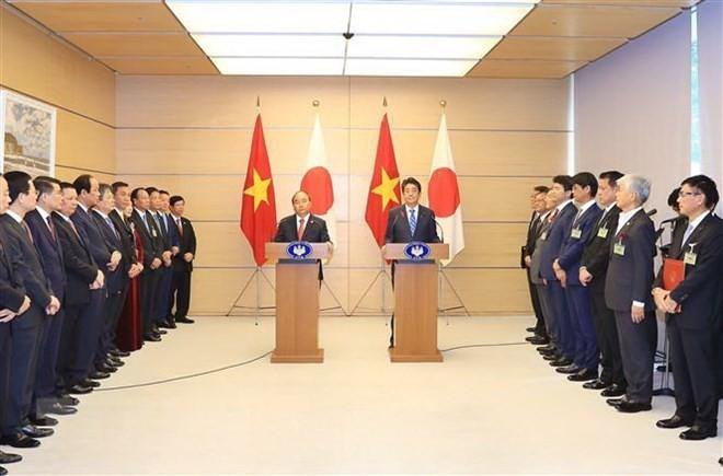 Premieres de Vietnam y Japón informan sobre los resultados de la X Cumbre Mekong-Japón - ảnh 1