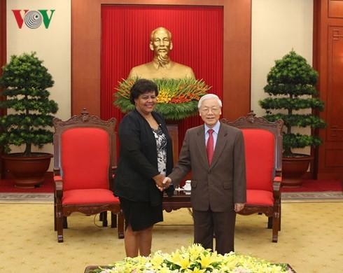 Líder partidista vietnamita recibe a la dirigente cubana - ảnh 1