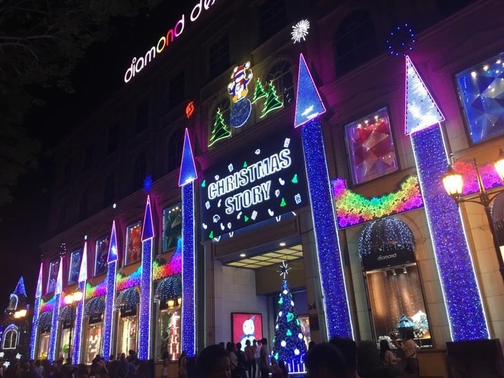 Ambiente navideño en ciudad que lleva nombre del Tío Ho - ảnh 1