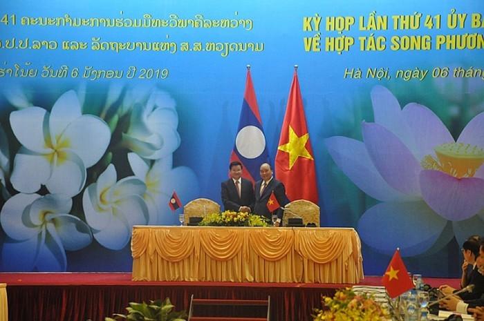 Vietnam y Laos firman 6 nuevos documentos de cooperación para 2019 - ảnh 1