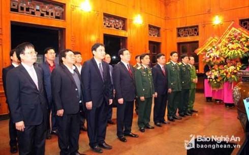 Vicepremier homenajea al presidente Ho Chi Minh en ocasión del Tet 2019 - ảnh 1