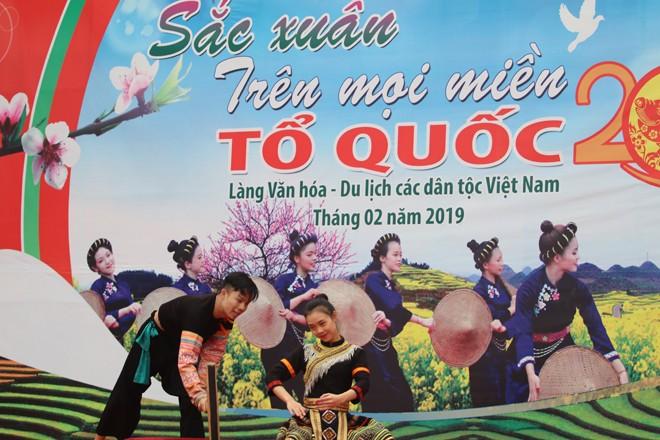 Animado ambiente de fiestas primaverales de minorías étnicas vietnamitas - ảnh 1