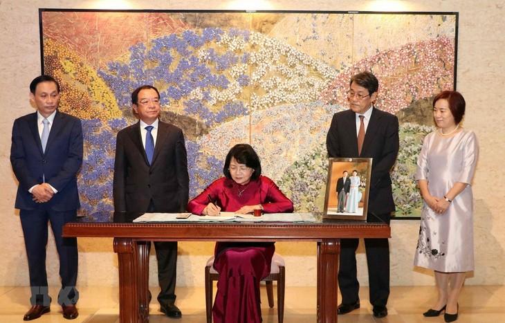 Vicepresidenta vietnamita congratula al nuevo emperador japonés - ảnh 1