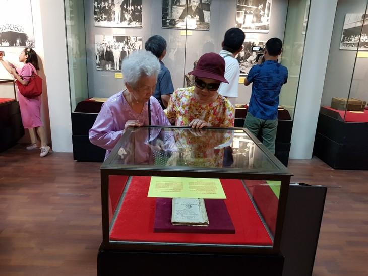 Celebran diversas actividades con motivo del 129 natalicio del presidente Ho Chi Minh - ảnh 1