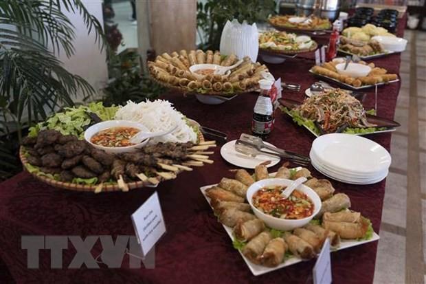 Presentan el arte culinario de Vietnam a amigos rusos - ảnh 1
