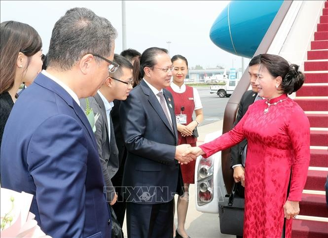 Líder parlamentaria de Vietnam llega a Beijing - ảnh 1