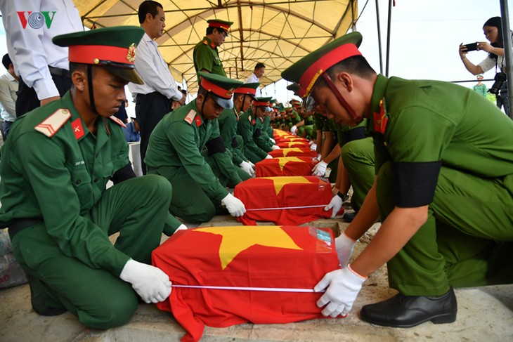 Honran a soldados vietnamitas sacrificados en campos de batalla de Camboya y Laos - ảnh 1