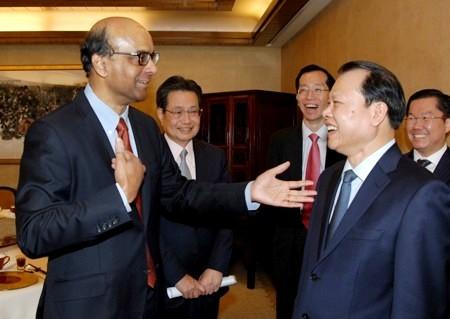 Vietnam y Singapur acuerdan cumplir con connotaciones de socio estratégico - ảnh 1