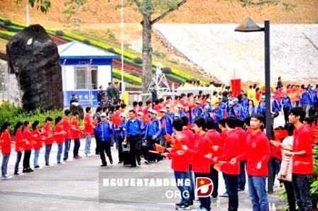 Jóvenes vietnamitas y chinos interesados por avanzar cooperación bilateral - ảnh 1