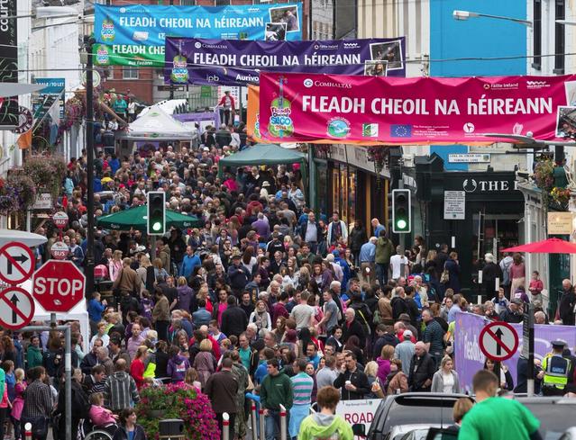 Fleadh Cheoil na hÉireann– the biggest festival of music in Ireland - ảnh 1