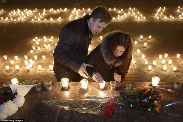 Russia, Egypt pay tribute to A321 crash victims - ảnh 1