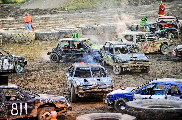 Canada's Demolition Derby – the fighting cars - ảnh 1