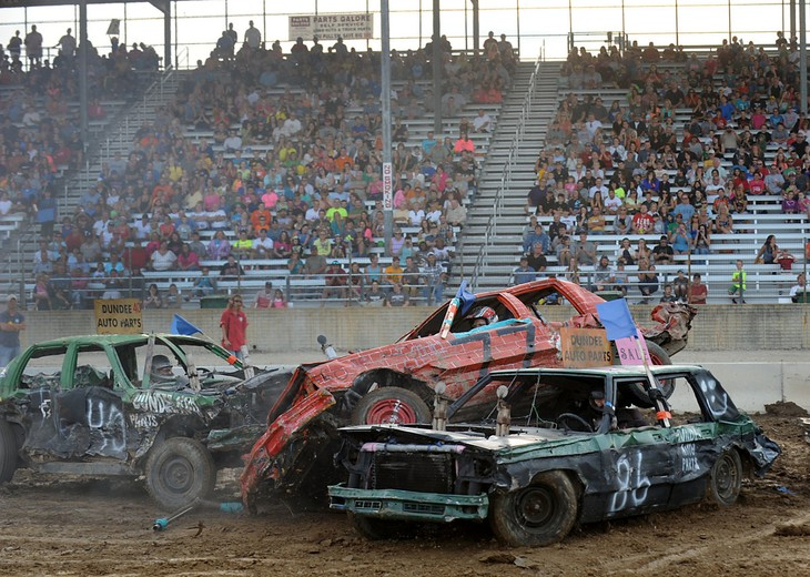 Canada's Demolition Derby – the fighting cars - ảnh 2