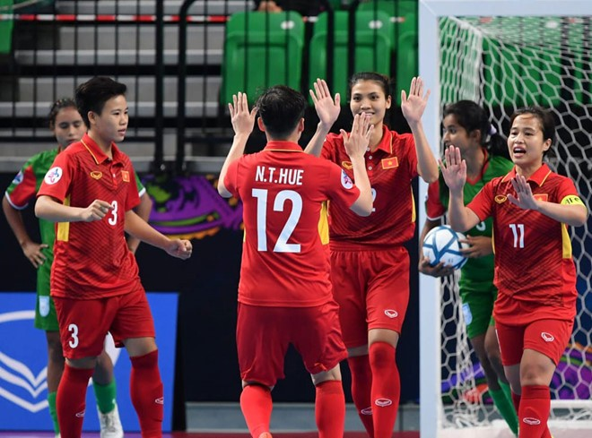 Vietnam advance to semifinal at women's futsal championship - ảnh 1