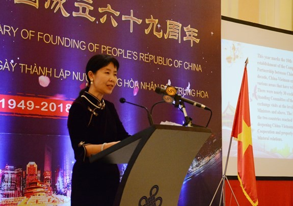 Reception marks China's 69th National Day in Hanoi - ảnh 1