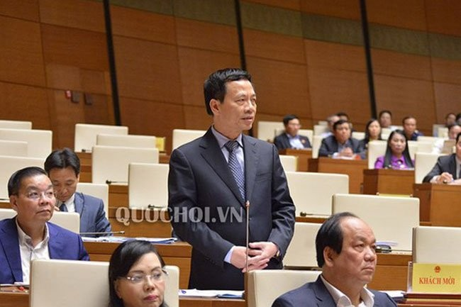 Ministers respond to questions about fake news, non-cash payment  - ảnh 1