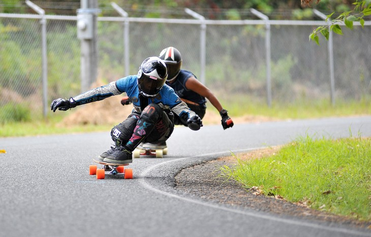 Like a bullet: The insane sport of longboarding in America - ảnh 1