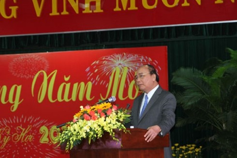 PM meets with officials in central region - ảnh 1