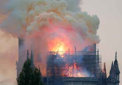Notre Dame Cathedral fire under control - ảnh 1