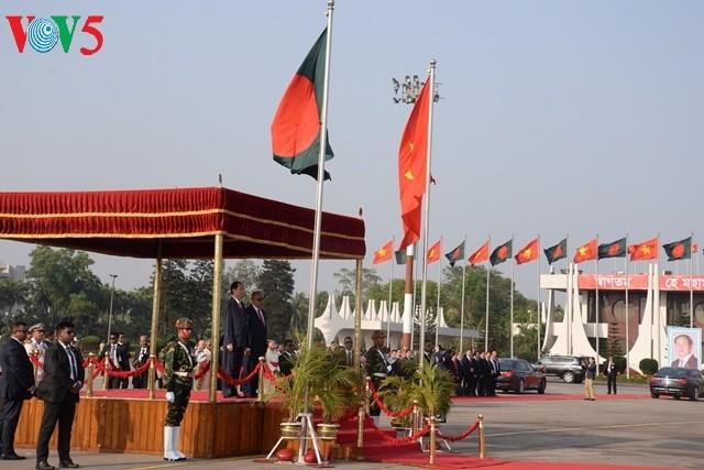 Tran Dai Quang주석, 동부인으로 방글라데시 인민공화국 방문 - ảnh 1