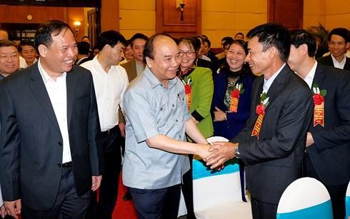 Nguyen Xuan Phuc총리 농민과 대화 - ảnh 1