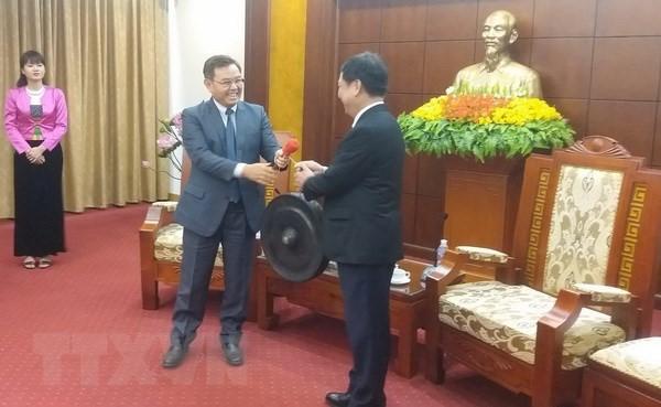 라오스 국가건설 전선중앙위원 의장 Hoa Binh성 방문 - ảnh 1