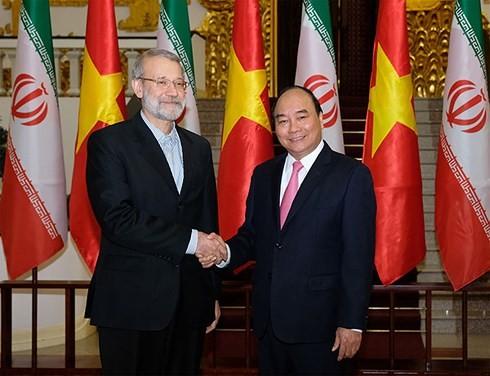 응웬 쑤안푹 (Nguyen Xuan Phuc)총리 이란 이슬람 공화국 국회 의장 접견 - ảnh 1