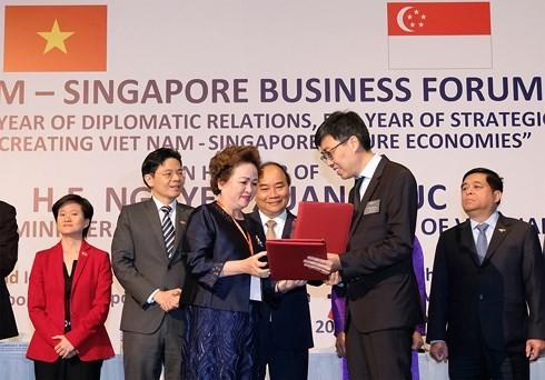 응웬 쑤언 푹 (Nguyen Xuan Phuc)총리 , 베트남 싱가포르 투자자 환영 - ảnh 1