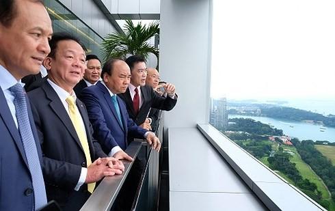 응웬 쑤언 푹 (Nguyen Xuan Phuc) 총리 싱가포르항구 및 Supply Chain City 방문 - ảnh 1