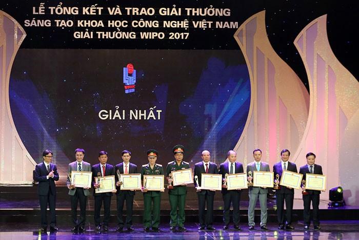 베트남 과학기술혁신 시상식 - ảnh 1