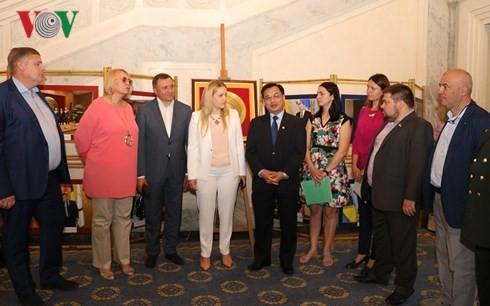 베트님 대사관, 우크라이나 국회청사에서 사진전시회 열어 - ảnh 2
